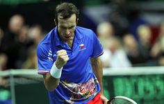 DŮLEŽITÝ BOD. Radek Štěpánek ve finále #DavisCup proti Nicolasi Almagrovi.