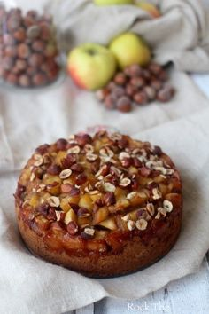 Autumn cake with apples, hazelnuts and chestnut flour, vegan . - Easy And Healthy Recipes Sweet Recipes, Vegan Recipes, Cooking Recipes, Köstliche Desserts, Dessert Recipes, Patisserie Vegan, Gateaux Vegan, Fall Cakes, No Sugar Foods