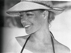 Romy Schneider by ellebasi Romy Schneider, Humphrey Bogart, Mother Of The Groom Hats, Paris, Tyrone Power, Photo Portrait, Alain Delon, Star Wars, Old Hollywood Glamour