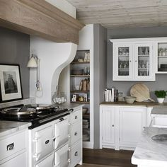 Over the years, many people have found a traditional country kitchen design is just what they desire so they feel more at home in their kitchen. Modern Country Kitchens, Home, Kitchen Mantle, Kitchen Plans, Modern Kitchen, New Kitchen, Country Kitchen, Home Kitchens, Kitchen Design