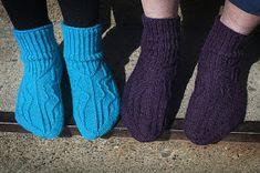 Ravelry: Designs by Sari Suvanto Knitting Socks, Knit Socks, Ankle Socks, Leg Warmers, Mittens, Ravelry, Free Pattern, Slippers, Sari