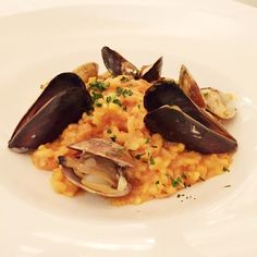 Tonight marks the First night of @dineLA! Come and indulge in our Seafood Risotto, exclusively for dineLA — Petrossian Hot Smoked Trout, Mussels, Clams, White Wine & Saffron — Paired with Petroni Sauvignon Blanc #dineLA #PetrossianDineLA #SeafoodRisotto