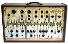 ElectroComp 200 Synthesizer. I seem to recall Brian Eno playing one of these in a 'Old Grey Whistle Test' performance when in Roxy Music..