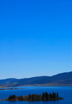 Lake Jindabyne, gateway to the Snowy River, New South Wales. Great fishing and sailing. #Australia