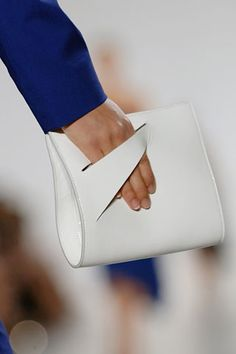 *.* Jil Sander Clutch in white, detail shot from Spring/Summer 2007 RTW catwalk