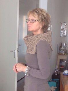 Nieuwe sjaal, eigen draai aan gegeven.