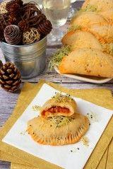 Bolognai minicalzonék csírával recept - Kifőztük, online gasztromagazin Latte, Tortellini, Ravioli, Bologna, Baked Potato, Camembert Cheese, Pizza, Potatoes, Meat