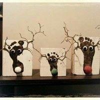Kerstkaart rendier Kerstkaart rendier K. Popular Christmas Songs, Christmas Crafts For Kids, Xmas Crafts, Little Christmas, Fun Crafts, Christmas Time, Christmas Gifts, Christmas Decorations, Reindeer Craft