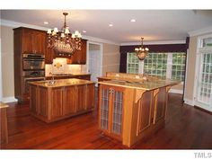 I really like this kitchen!!!