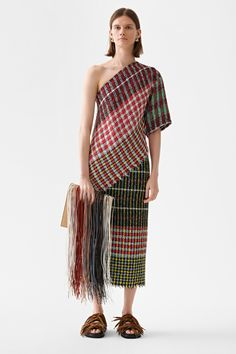 Ports 1961 Resort 2019 Fashion Show Collection: See the complete Ports 1961 Resort 2019 collection. Look 3 Quirky Fashion, New Fashion, Runway Fashion, Womens Fashion, Fashion Tips, Fashion Trends, Mode Tartan, Ethnic Chic, Resort Dresses