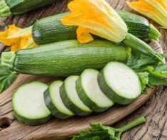 A cukkini a nyár nagy slágere. Imádjuk rántva, töltve, de mennyei tésztákat is lehet készíteni belőle.  Ráadásul a lédús, roppanós zöldség nagyon egészséges is. De vajon tudsz mindent erről a nagyszerű szuperzöldségről