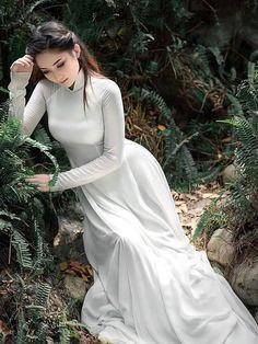 Vietnamese long dress Trendy Dresses, Tight Dresses, Long Dresses, Ao Dai, Vietnam Costume, Vietnam Girl, Cute Asian Girls, Beautiful Asian Women, Traditional Outfits