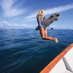 Where's your dream boat trip? @bethanyhamilton opts for Fiji in her Rip Curl springer. Shop in bio