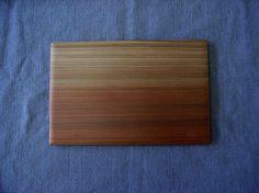 杉薄板   杢のきれいな杉材でつくった薄板です。 ランチョマットや、お皿、器の台としてお使い下さい。  大 8×260×370 mm ¥8,400 長 8×200×400 mm ¥8,400 小 8×200×300 mm ¥6,300