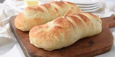 Enjoy the delicious taste of homemade french bread with this quick and easy french bread recipe. Quick And Easy French Bread Recipe, Homemade French Bread, Easy Bread, Loaf Recipes, Cooking Recipes, Bread Rolls, Bread Baking, Keto Bread, Hot Dog Buns