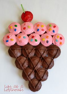 Ridiculously Creative Ways To Decorate Cupcakes Or arrange a bunch of cupcakes into a giant ice cream cone.Or arrange a bunch of cupcakes into a giant ice cream cone. Cupcake Torte, Cupcake Cones, Cupcake Birthday Cakes, Girl Birthday Cakes Easy, Birthday Ideas, Cupcake Cake Designs, 2 Year Old Birthday Party Girl, Lego Friends Birthday, 9th Birthday Cake