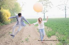 Balloon engagement shoot inspiration and ideas. Valentines Day Quotes Images, Valentines Day Couple, Valentine's Day Quotes, 2017 Quotes, Romantic Couples, Wedding Couples, Cute Couples, Wedding Photos, Engagement Couple