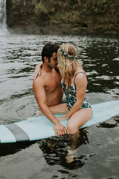 These Cuties Took a Dip in a Waterfall for Their Hawaii Engagement Photos