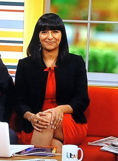 Ranvir Singh Itv Presenters, Hottest Weather Girls, Carol Kirkwood, Curvy Women Outfits, Good Morning Britain, New Readers, Great Legs, Bollywood Stars, Famous Women