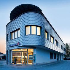 Bank Building⠀ Designed by Hutterer Baumanagement⠀ PREFA Wall Shingle in Brown and Metallic Grey⠀ Strasswalchen, Switzerland 🇦🇹⠀ Banks Building, Building Design, Planer, Bungalow, Multi Story Building, Exterior, Green Walls, Architect Design, Facades