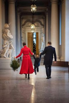 Victoria Prince, Princess Victoria Of Sweden, Princess Estelle, Crown Princess Victoria, Princess Charlotte, Victoria Und Daniel, Royal Christmas, Christmas Tree, Swedish Royalty