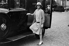 """História do cardigã """"A Coco Chanel foi a grande responsável pela propagação dessa linda peça entre as mulheres nas décadas de 20 e 30, combinando sempre com saias e vestidos."""""""