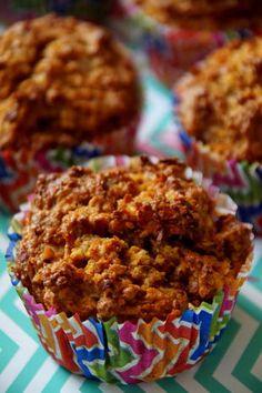 Gesunde Apfel-Karotten-Muffins - fast zuckerfrei, für Kinder geeignet; zum Mitnehmen für Picknick, Lunchbox etc. Schöne Rezeptidee!