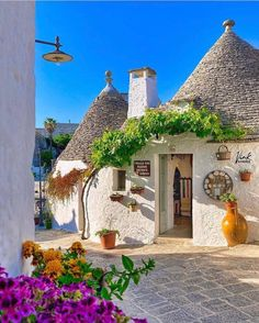 Travel Around The World, Around The Worlds, Regions Of Italy, Mansions, House Styles, Home Decor, Decoration Home, Manor Houses, Room Decor
