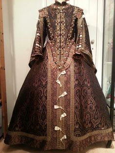 17th Century replica of a Spanish saya,  based on a portrait of Isabel de Bourbon. Costume made by Angela Mombers.