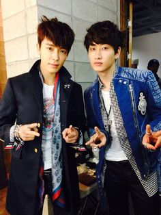 With their upcoming Japanese promotions getting closer, Super Junior's Donghae shared a picture with Eunhyuk for their album photo shoot.   Read more: http://www.allkpop.com/article/2014/01/super-juniors-donghae-and-eunhyuk-reunite-in-photo-shoot-for-their-japanese-album#ixzz2rTuYLudG  Follow us: @allkpop on Twitter | allkpop on Facebook