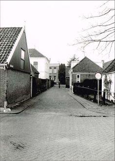 24605: Jacobsstraat gezien vanuit oostelijke richting. Op de achtergrond de woning van dokter Karsemeijer.