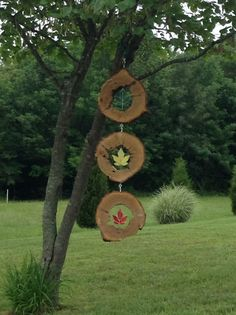Wood Slice Crafts, Wood Crafts, Stained Glass Art, Fused Glass, Window Pane Art, Mobiles, Glass Flowers, Wooden Art, Garden Inspiration