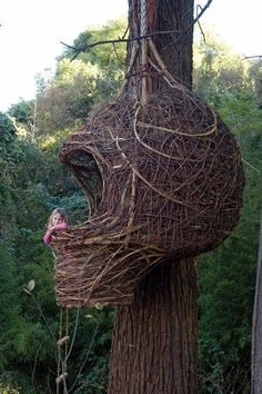 What a super cool tree house! What a super cool tree house! What a super cool tree house! 10 Tree, In The Tree, Cool Tree Houses, Tree House Designs, Blog Deco, Plantation, Land Art, Play Houses, Farm Animals