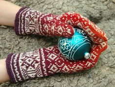 Ravelry: annaper's Komi star mittens// have the book for pattern