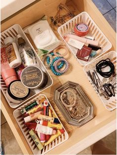 69 Ideas Makeup Organization Diy Life Hacks Vanities For 2019 - jewerly holders/. 69 Ideas Makeup Organization Diy Life Hacks Vanities For 2019 – jewerly holders/organizations – Cute Room Ideas, Cute Room Decor, Wall Decor, Dorm Room Organization, Makeup Organization, Organization Ideas For Bedrooms, Bathroom Drawer Organization, Makeup Storage, Closet Ideas