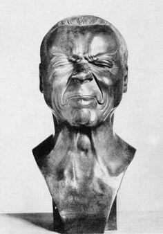 Franz Xaver Messerschmidt (1736–1783) est un sculpteur allemand qui a réalisé une série de sculptures de bustes représentants des expressions faciales extrêmes. Il souffrait d'une maladie inconnue qui le faisait énormément souffrir, il avait trouvé que la douleur devenait moins forte après qu'il se soit effectué une série de pincements très douloureux au niveau des …