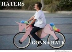 haters gonna hate cause they be jealous of my unicorn bike! Unicorn Bike, Unicorn Humor, Thing 1, Tumblr, I Love To Laugh, Funny Photos, Awkward Pictures, I Laughed, Laughter