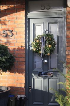 Entrance door in Farrow & Ball Downpipe from Hendy Curzon Gardens - All Home Decors Front Door Porch, Grey Front Doors, Front Door Entrance, House Front Door, Front Door Colors, Front Door Decor, Fresco, Door Design, House Design