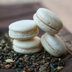 Vanilla Bean Chai Macarons recipe| Thirsty for Tea. Drinking an unsweetened black tea like a Darjeeling or Assam with these macarons will allow the chai flavor in the cookie itself to shine through.