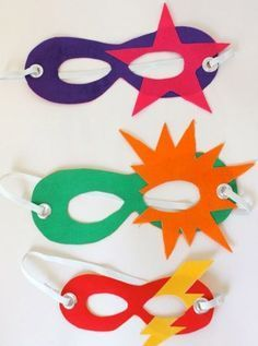 Super Easy Super Heroes (for the whole super family No sew superhero masks for kids. Perfect for playing dress-up and pretend play! Easy Superhero Costumes, Super Hero Costumes, Superhero Party, Super Hero Masks, Superhero Dress, Theme Carnaval, Diy For Kids, Crafts For Kids, Camping Crafts