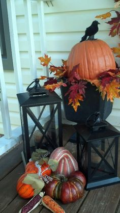Porch fall decorations