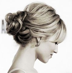 Amazingly wedding updo! So simple yet so elegant!