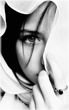 Photography Black And White Portrait Faces 56 Ideas Girl Photography Poses, Creative Photography, Fashion Photography, Eye Photography, Mysterious Photography, Female Photography, Indoor Photography, Foto Portrait, Female Portrait