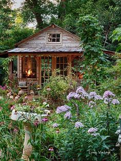 Jenny's adorable shed and gorgeous garden Living Vintage Shed Design, Garden Design, Petits Cottages, Cottage Garden Sheds, Diy Storage Shed, Wood Shed Plans, Barn Plans, Garage Plans, Simple Shed
