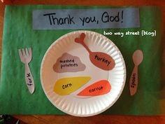 Thanksgiving Meal Craft for Toddlers. Great for teaching toddlers to say a blessing over their food! Just play pretend!