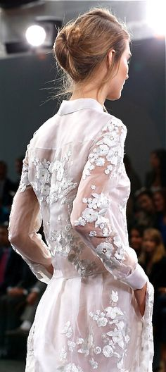 Love the lace details from Erdem Moralioğlu, 2014 - Turkish Fashion Designer. Fashion Details, Look Fashion, Runway Fashion, Fashion Show, Fashion Design, Diane Von Furstenberg, Erdem, Dream Wedding Dresses, White Fashion