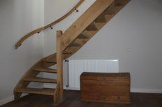 Robuuste eikenhouten trap in landelijke stijl | landelijke trap | Rustiek eikenhout | www.meesterintrappen.nl
