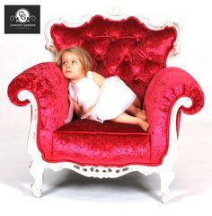 Fauteuil Madonna à 2 499.00$ - Concept Genesys - Fauteuil unique Madonna entièrement plaqué de véritables feuilles d'argent et recouvert d'un velours marbré. Ce fauteuil s'est fait refaire une beauté dans les ateliers de Concept Genesys avec un recouvrement de haute qualité et des détails de coutures qui lui donne cet aspect luxueux. Ce fauteuil d'origine européenne a servi comme décors dans des mariages et d'événements spéciaux. Madonna, Oeuvres, Banquette, Decoration, Comme, Accent Chairs, Armchair, Concept, Furniture