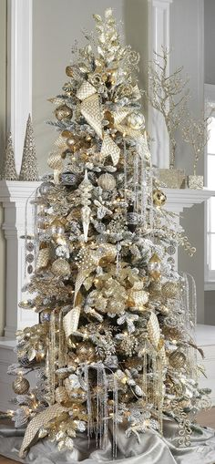 Interesting Silver And White Christmas Tree Decorations Ideas. If you are looking for Silver And White Christmas Tree Decorations Ideas, You come to the right place. Best Christmas Tree Decorations, Elegant Christmas Trees, Flocked Christmas Trees, Noel Christmas, Christmas Lights, Christmas Mantles, Xmas Trees, Champagne Christmas Tree, Christmas Villages