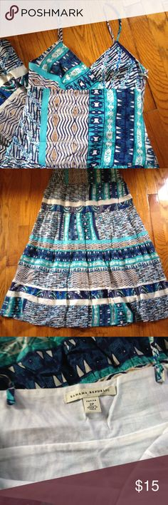 Banana Republic summer maxi dress! Hello summer! Beautiful print, light cotton. Perfect maxi dress in 2p. Straps were taken in but can be easily let out. Total length is 53.5 inches. Waist is 14.5 inches. Partly lined to the thigh so nothing shows!  great condition! Banana Republic Dresses Maxi
